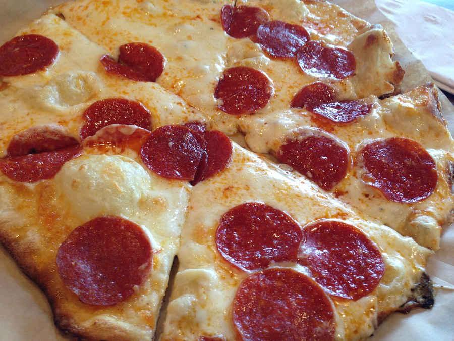 Pyros-Pizza